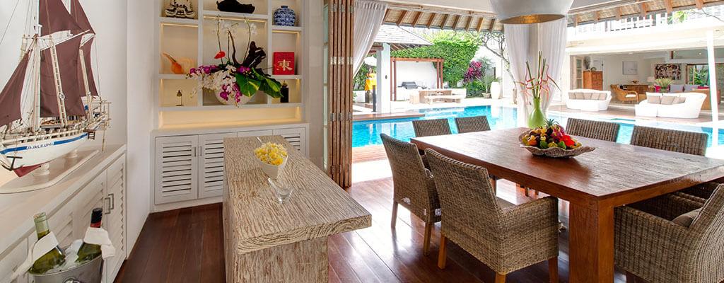 Villa Jajaliluna - dining room during the day
